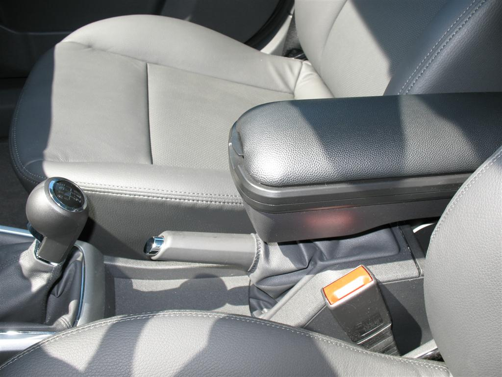 Boomerang aftermarket armrest installed - SaturnFans com Forums