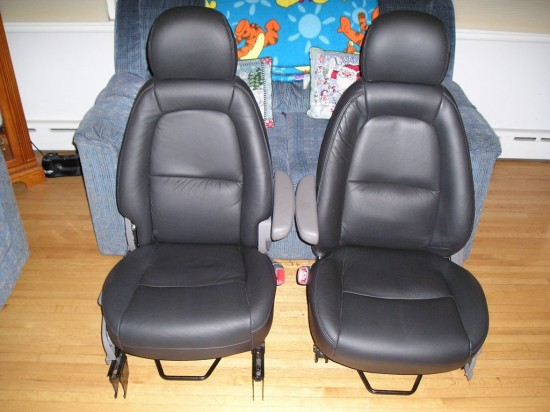Vue black leather seats