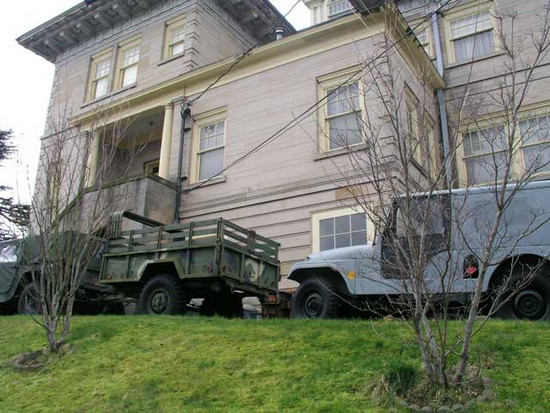 Hummers at the Rust Mansion Tacoma Washington